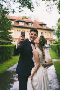 para młoda wesele w plenerze